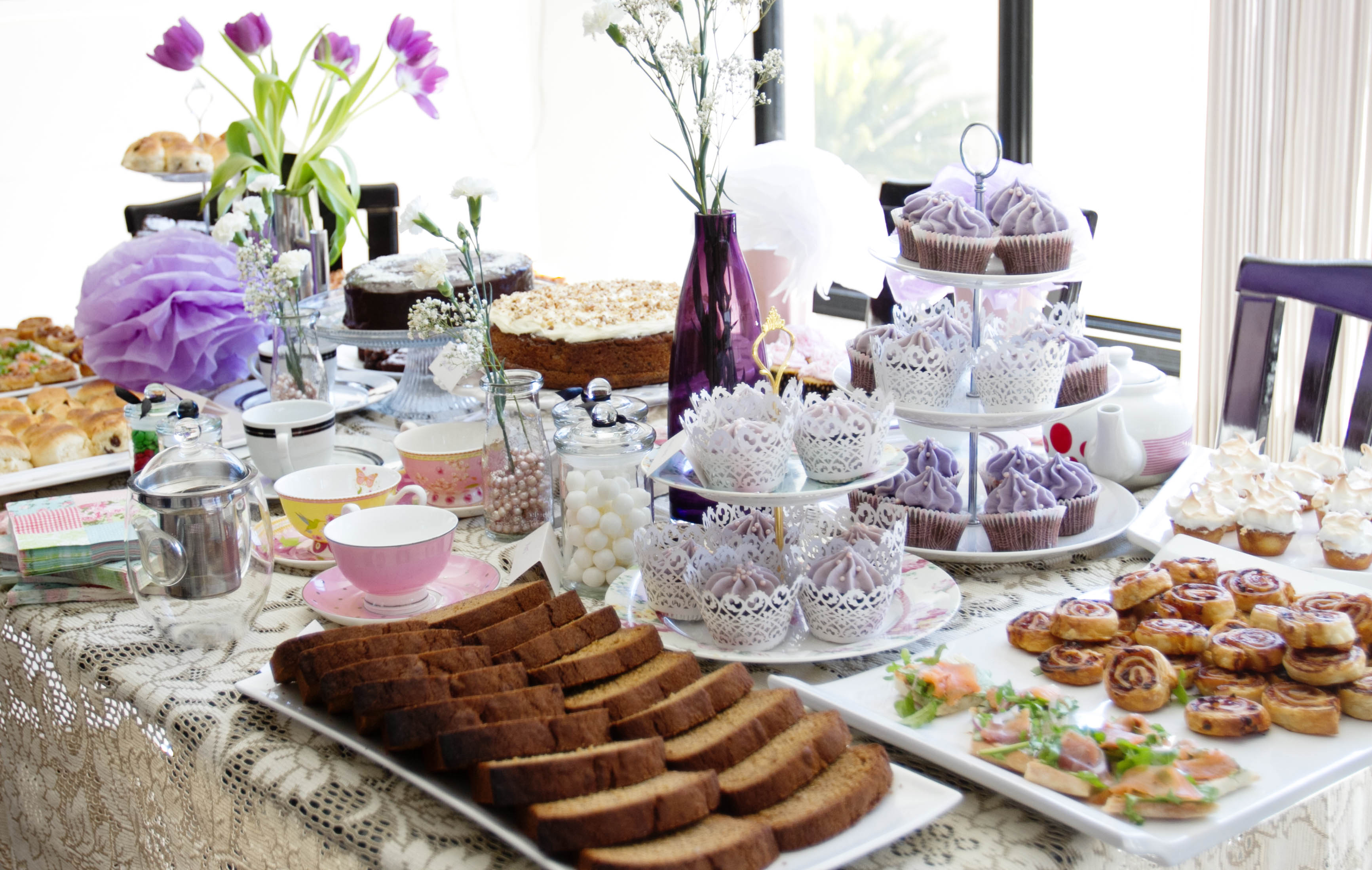 Ideas for afternoon tea party vintage crockery tea party for Kitchen tea table setting ideas