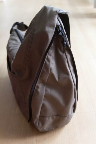 lowepro-passport-sling-camera-bag-10
